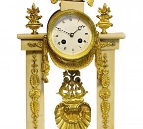 Empírové hodiny s orlicí