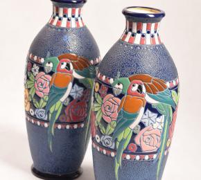 Vázy s papoušky