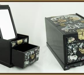 Skříňka s perletí