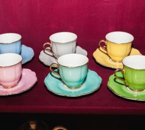 6 barevných šálků