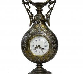Vázové empírové hodiny