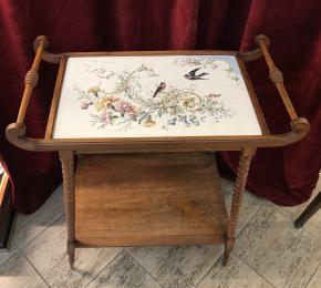 Srvírovací stolek