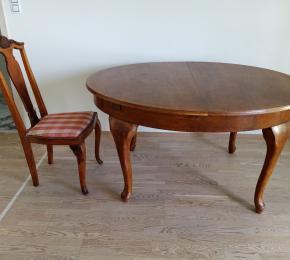 Rozkládací stůl a 6 židle