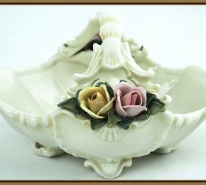Košíček zdobený růžemi