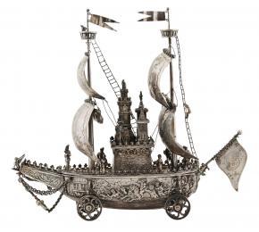 Stříbrný model lodi